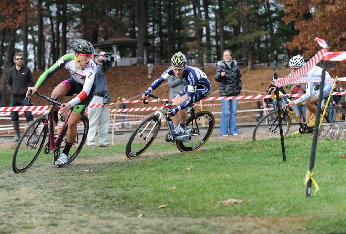 Luca Damiani (El Gato CX) and Luke Keough (Champion System p/n Keough Cyclocross) were poised for another battle today © Natalia Boltukhova | Pedal Power Photography | 2010