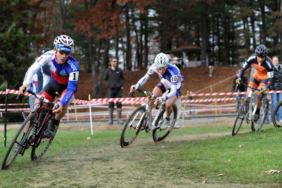 Elite Series leader Justin Lindine (bikereg.com/Joe's Garage/Scott) leads U-23 Series leader Nick Keough (Champion System p/b Keough Cyclocross) early on © Natalia Boltukhova | Pedal Power Photography | 2010