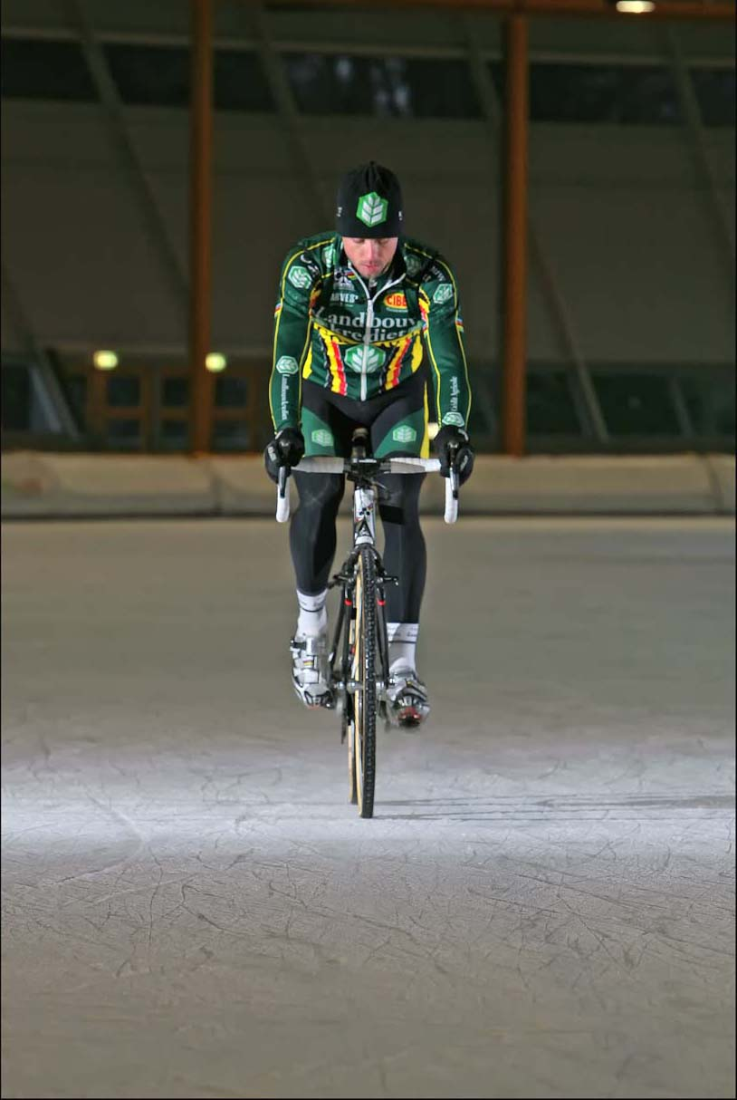 Sven Nys takes to the ice in Eindhoven. © Jeroenn Nieuwhuis