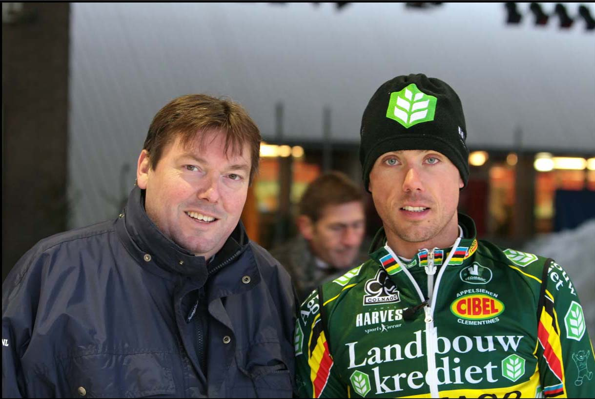 Sven and the director of the ice track in Eindhoven. © Jeroenn Nieuwhuis