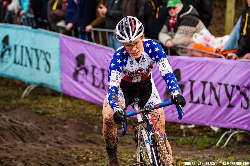 Katie Compton catching back up at Elite Women UCI Cyclocross World Championships. © Thomas Van Bracht