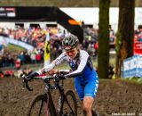 Eva Lechner hanging on for silver at Elite Women UCI Cyclocross World Championships. © Thomas Van Bracht
