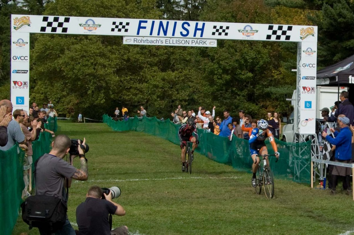 Riders coast through the finish at Ellison Park. © Brian Boucheron