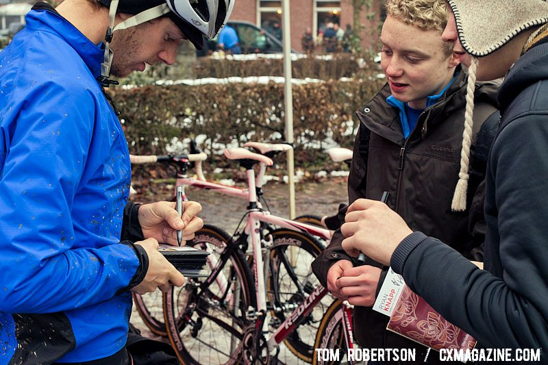 Even the Americans have rider cards and fans wanting them autographed. © Tom Robertson