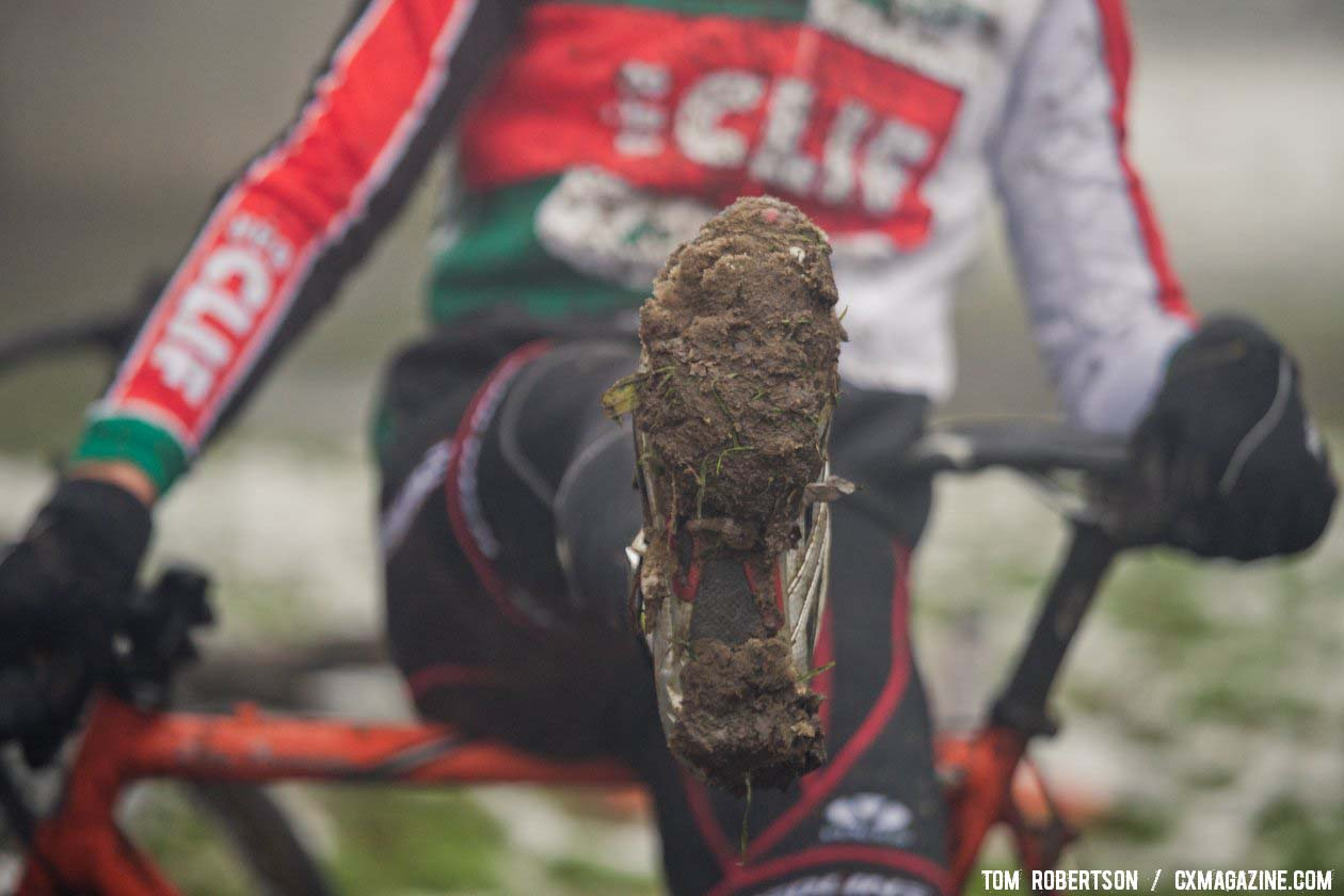 Most riders had trouble clipping back in after dismounts during the race. Afterwards they found out why. © Tom Robertson