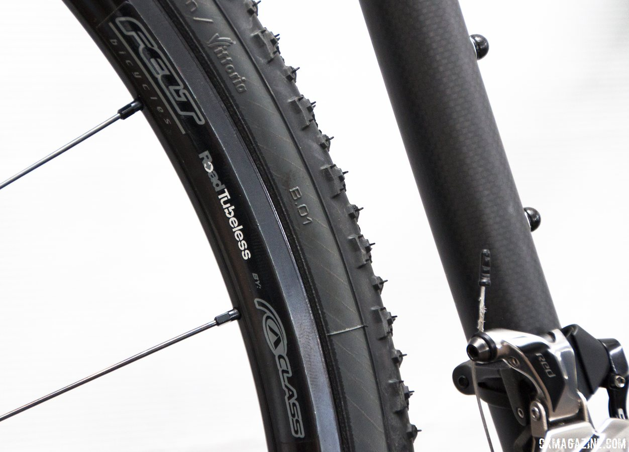 CxR1 Roa Tubeless disc wheels on the Felt 2014 F2x carbon cyclocross bike gives buyers a chance to ride low pressure and not need race wheels. © Cyclocross Magazine