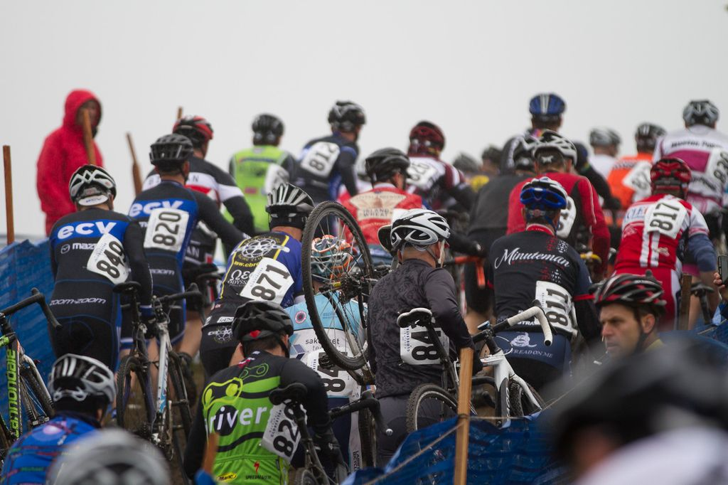 The sold-out amateur men\'s race on a run up © Todd Prekaski
