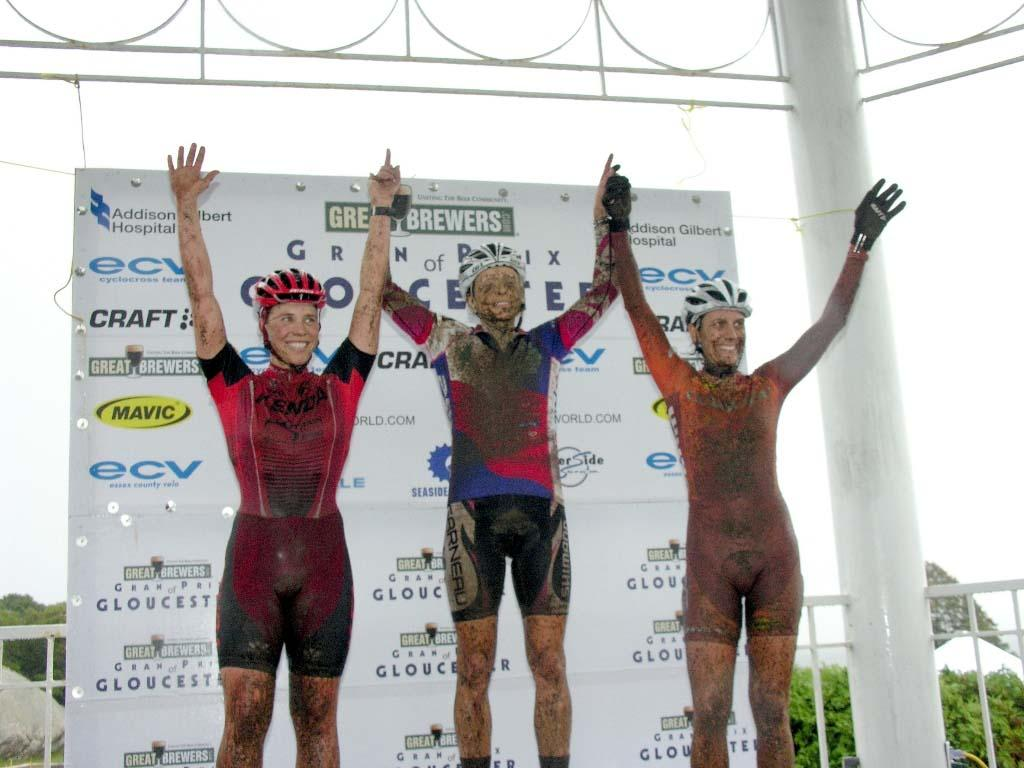 Elite Women winners, mud and all. ? Paul Weiss