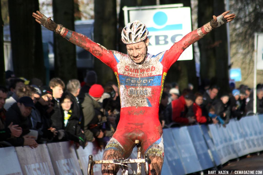 Tijmen Eising takes the win in the U23 race  © Bart Hazen