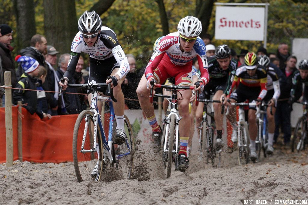 The sandpit proved challenging for the elite racers. © Bart Hazen