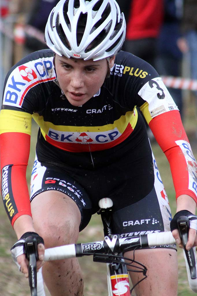 Belgian Champion Sanne Cant crashed on the first lap but was able to finish in third. © Bart Hazen