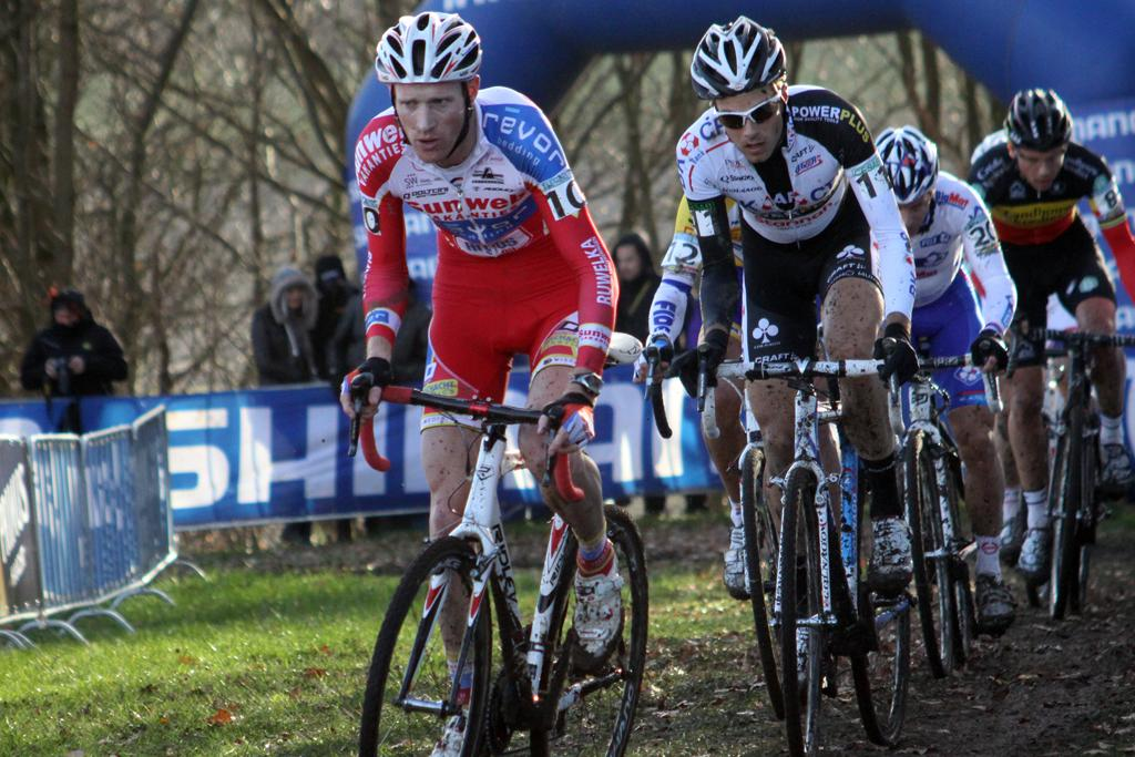 Klaas Vantornout and Niels Albert vie for the front. ©Bart Hazen