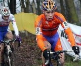 Stan Godrie tasting the mud in Hoogerheide. © Bart Hazen