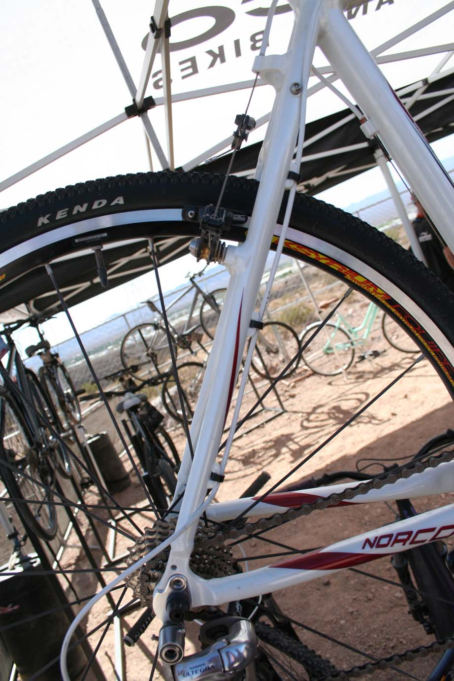The rear triangle allows full-length cable housing to the top tube.