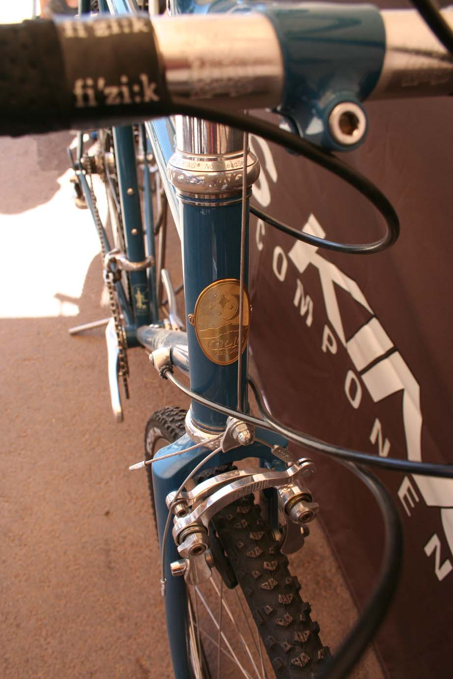 This model featured Paul centerpull brakes with lots of clearance.