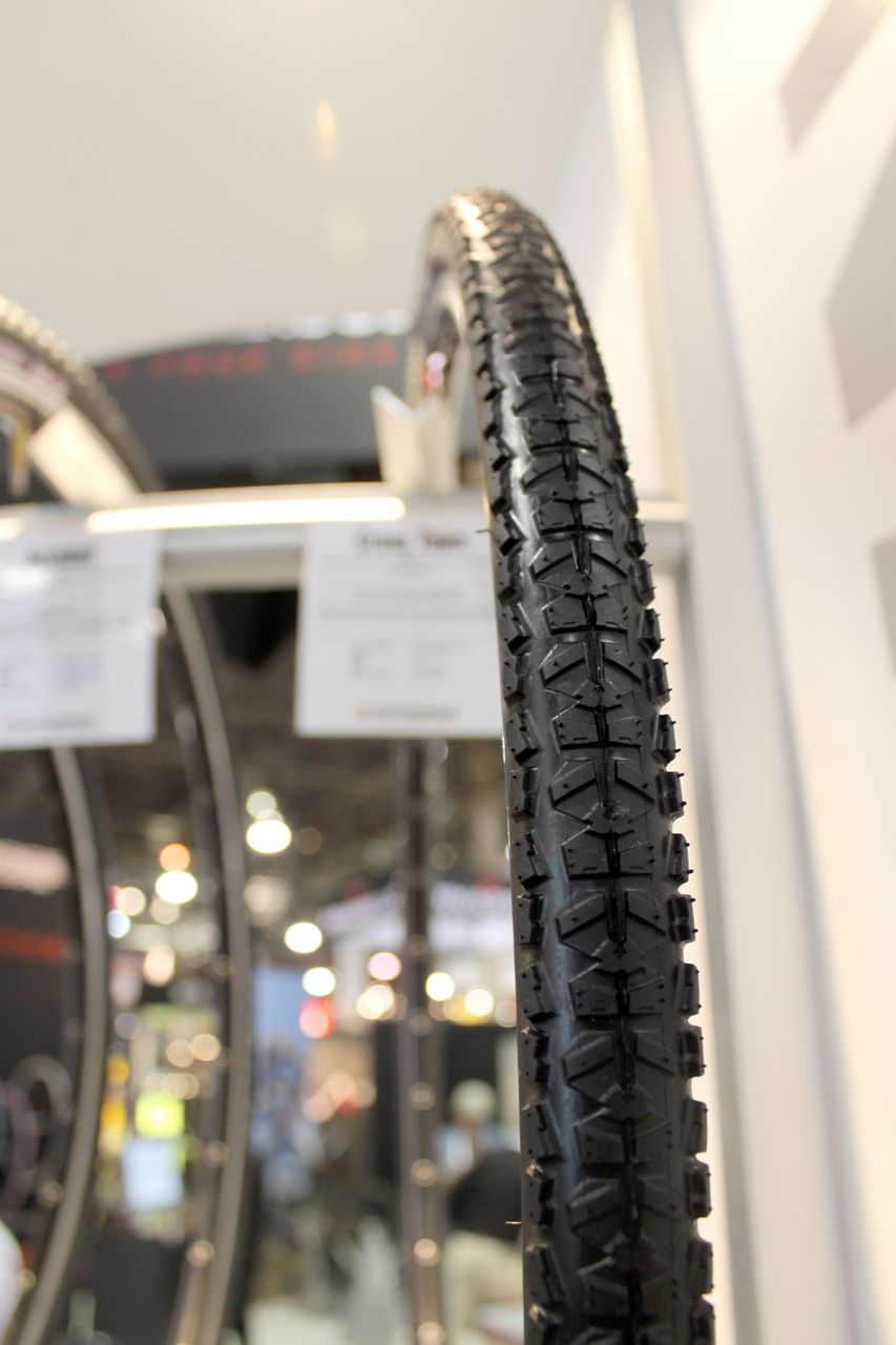Hutchinson also offers the Cross Town tire, with a Piranha-like tread but a narrower profile and more puncture resistance. Cyclocross @ Interbike 2010. © Cyclocross Magazine
