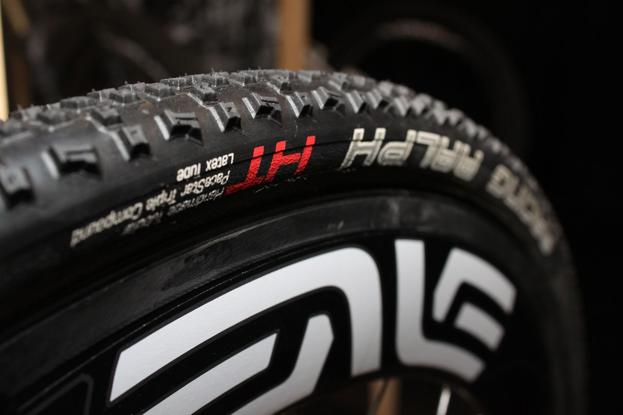 Schwalbe\'s Racing Ralph offers 321 tpi Nylon casing. Cyclocross