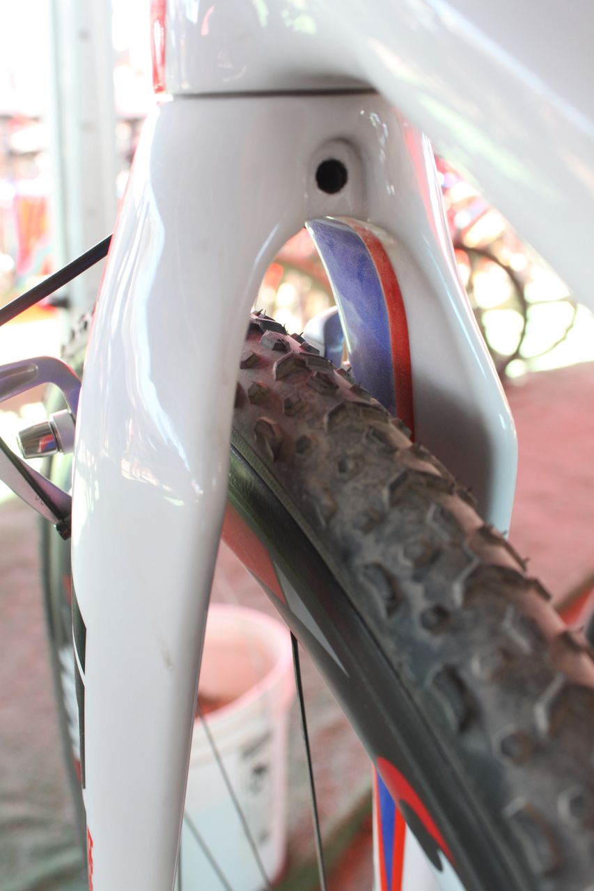 The Fuji\'s carbon fork offers a ton of mud clearance above the tire. Cyclocross @ Interbike 2010. © Cyclocross Magazine