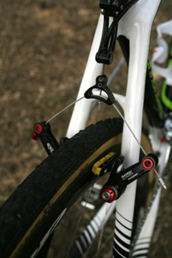 Cannondale-Cyclcrossworld team riders use Avid\'s Shorty Ultimate brakes fitted with aftermarket Jagwire brake cartridges that allow the brakes to work properly with the extra wide rim of the Zipp 303 © 2010 Matt James