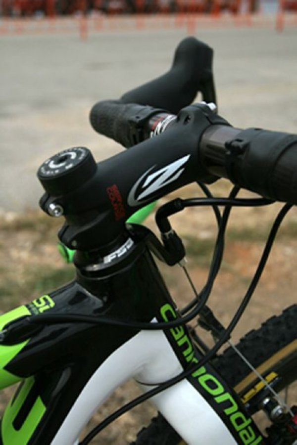 Zipp\'s Service Course stem provides a lightweight, stiff cockpit © 2010 Matt James