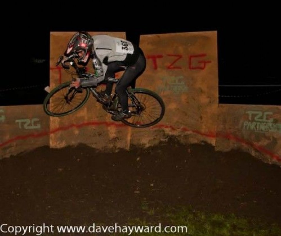 Deke Strentz on a clean wall ride © Dave Hayward