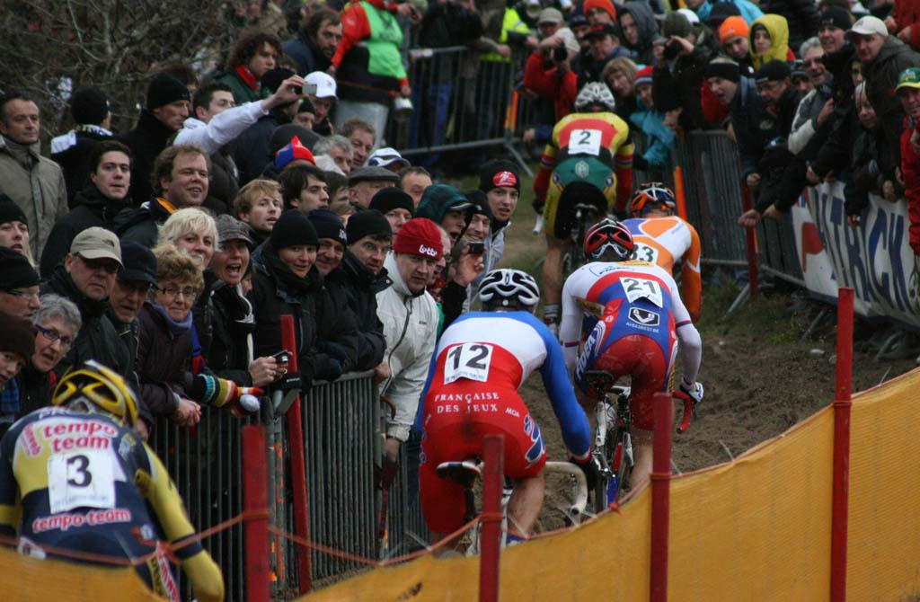 The leaders and fans. Koksijde Elite Men World Cup 11/28/2009 ?Bart Hazen