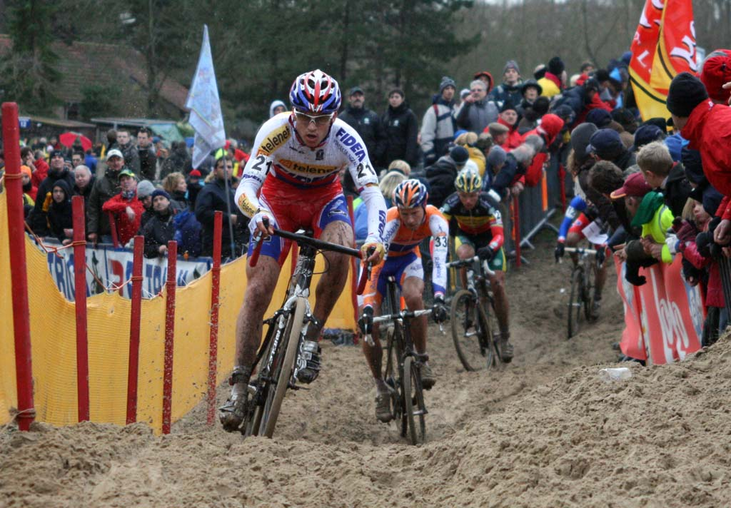 Stybar leads a group through the sand.  ? Bart Hazen