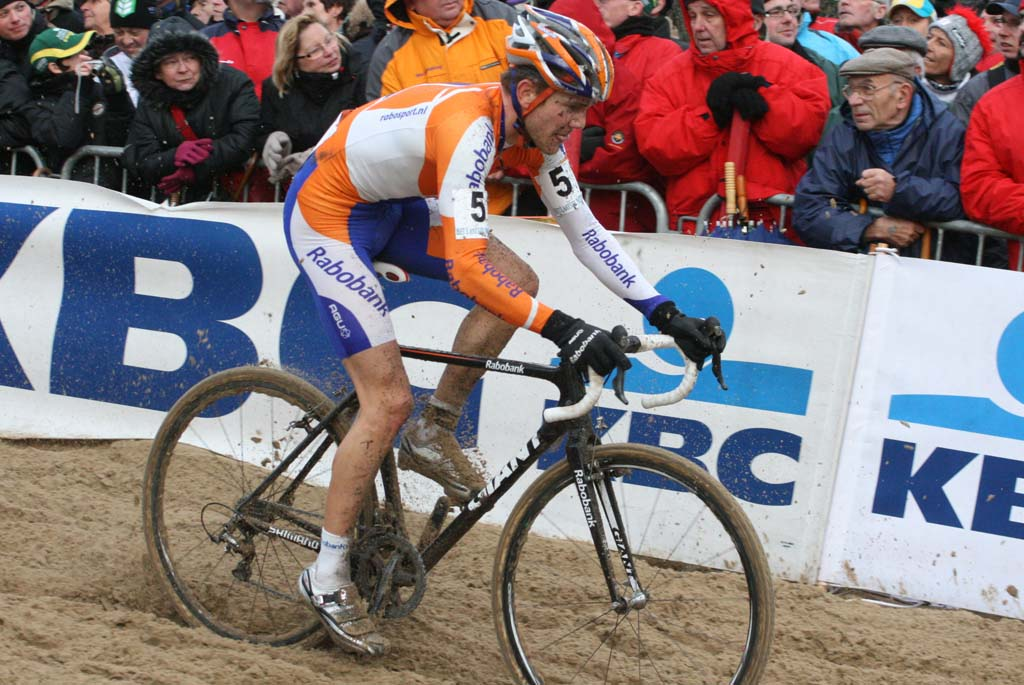 Bart Aernouts powers through the sand. ? Bart Hazen