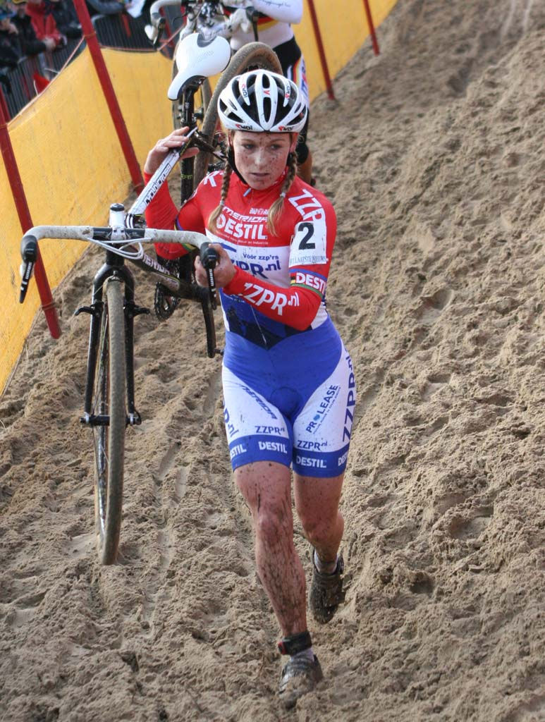 Daphny Van Den Brand on the run. Koksijde Elite Women World Cup 11/28/2009 ?Bart Hazen