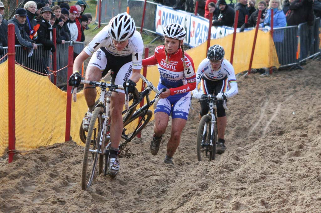 Vos leading Van Den Brand and Kupfernagel. ?Bart Hazen