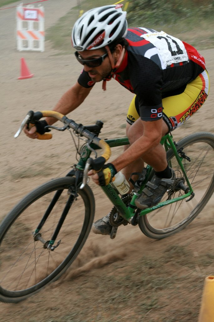 Cyclocross Magazine\'s Josh Liberles getting in on the dirty fun © Dave Roth