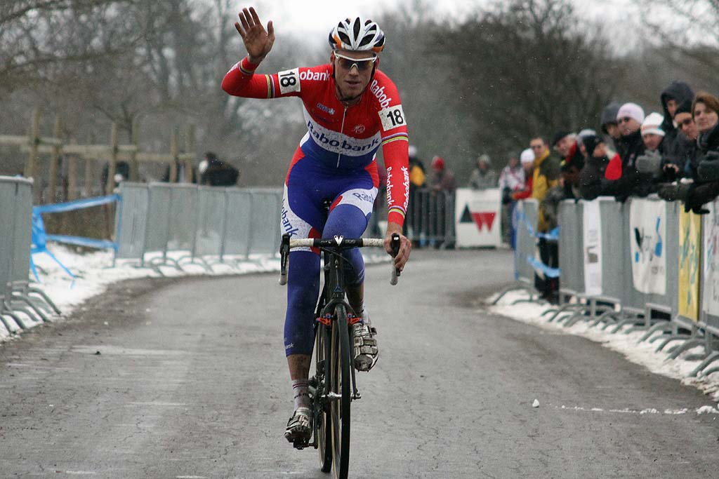 Lars Boom takes his first cross win of the season. © Bart Hazen