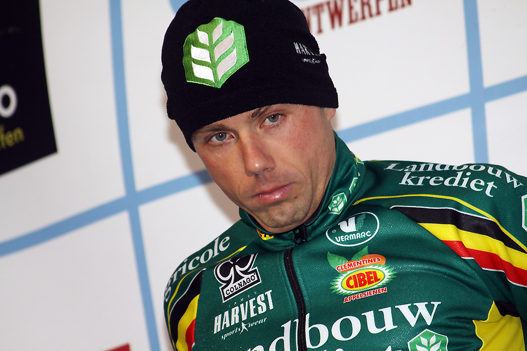 Sven Nys is thinking about what went wrong in the pitlane © Bart Hazen