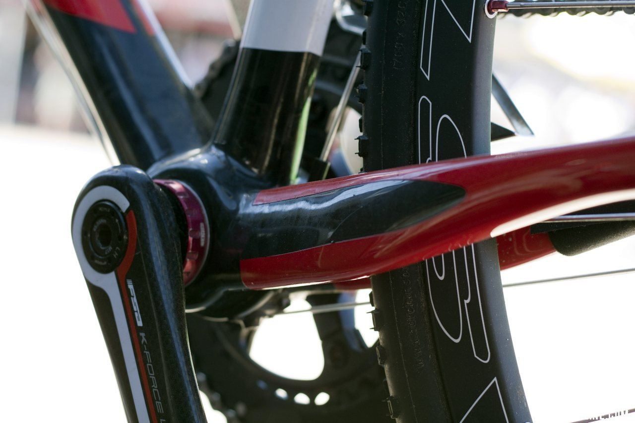 Look uses a Standard 68mm English thread bottom bracket shell on the X-85. ©Cyclocross Magazine