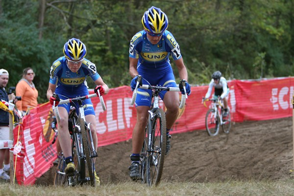 Katerina Nash and Georgia Gould (Luna) use teamwork to hurt the women's field. Courtesy of BikeClicks.com