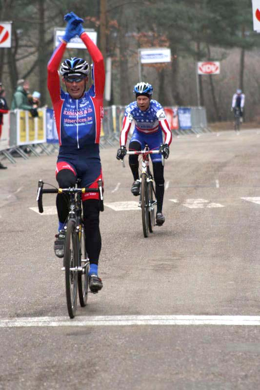 Mark Verloo of Belgium holds of Kevin Hines (USA) for the Masters 50+ world title ? Gregg Germer - ChainringTours.com