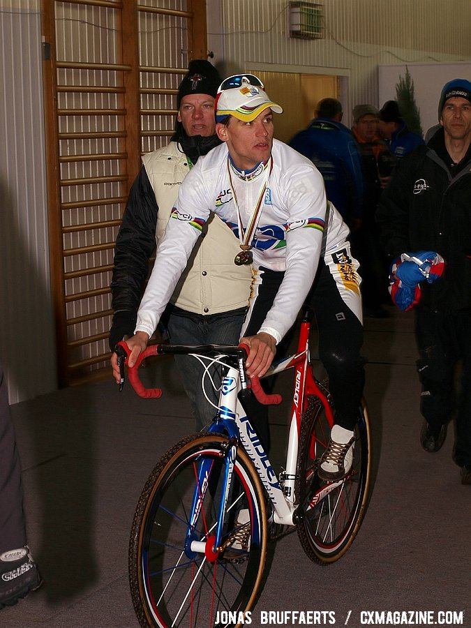 Zdenek Stybar with his brand new gold medal and rainbow stripes jersey