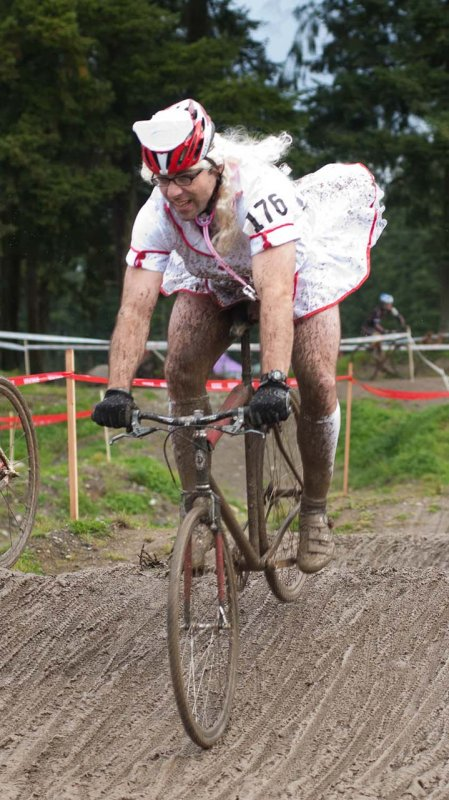 An increasingly-muddy nurse flies over the whoops. © Karen Johanson