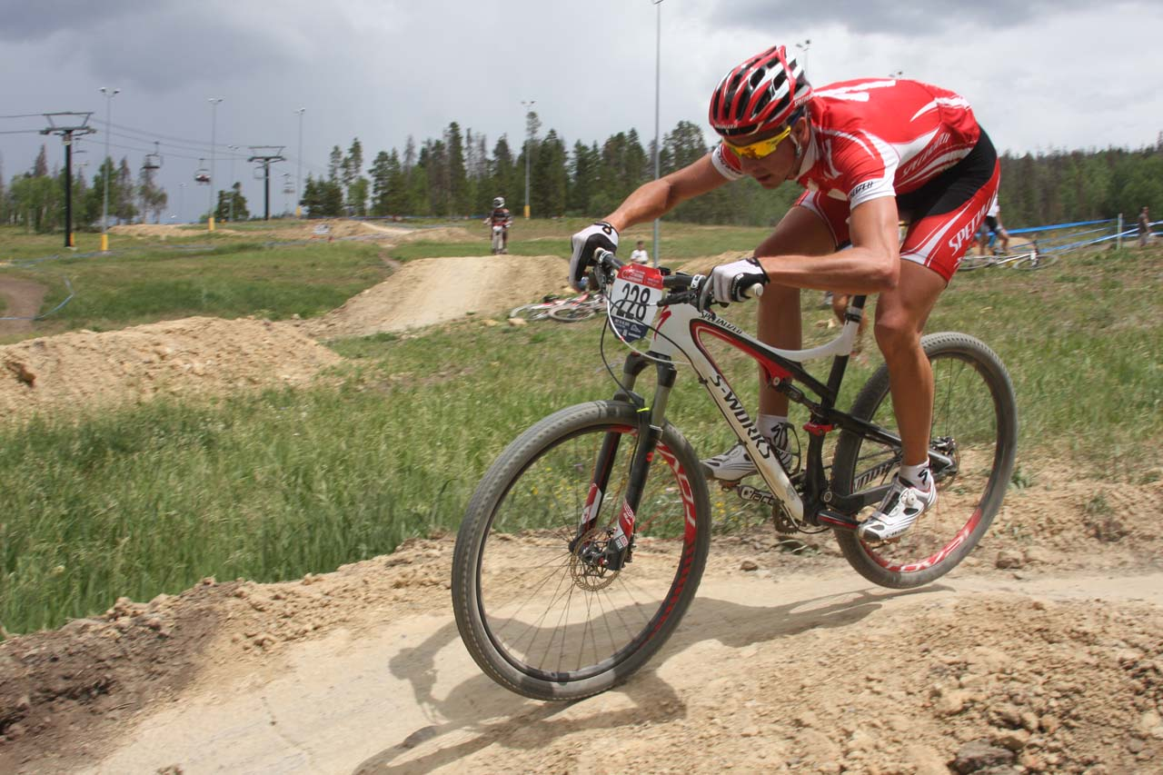 Todd Wells keeps the rubber to the dirt © Amy Dykema