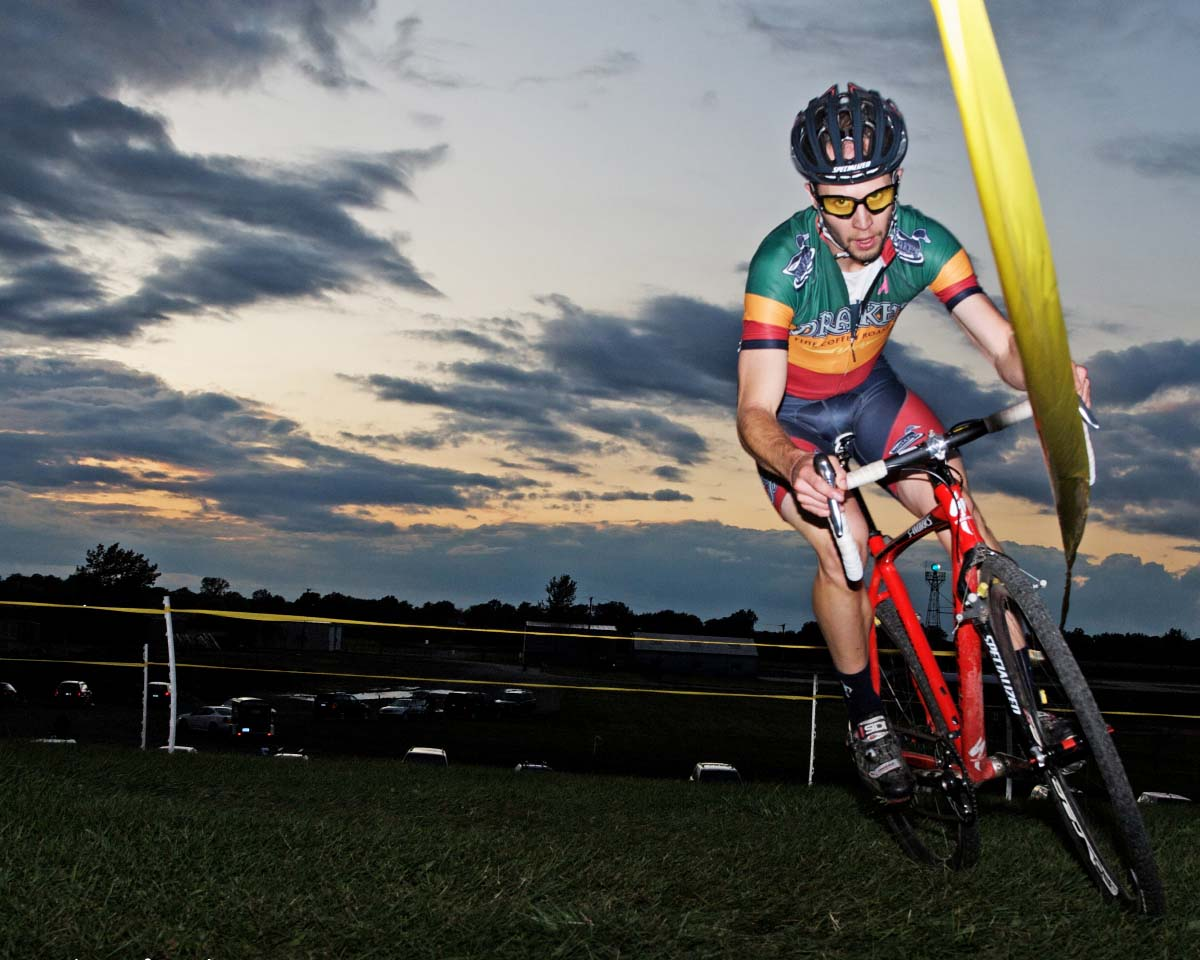 Drakes Coffee racer Andy Brown racing at sunset in the B race. ? Andrea Tucker 2009/www.tuckerbikes.com