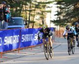 Andrea Smith shocks the crowd by outsprinting Van Gilder. © Natalia Boltukhova | Pedal Power Photography