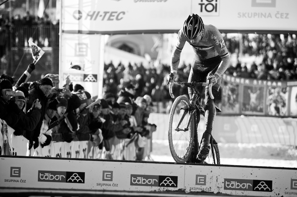 Sven Nys bunnyhops the planks in Tabor Part 1 ? Joe Sales