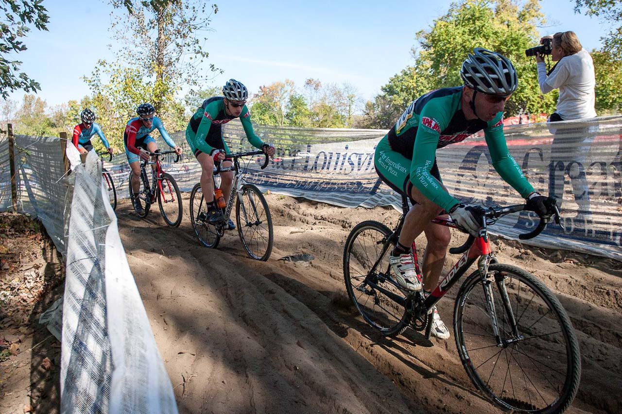 The early leaders of the Men's Elite race hit the deep sand. © Kent Baumgardt