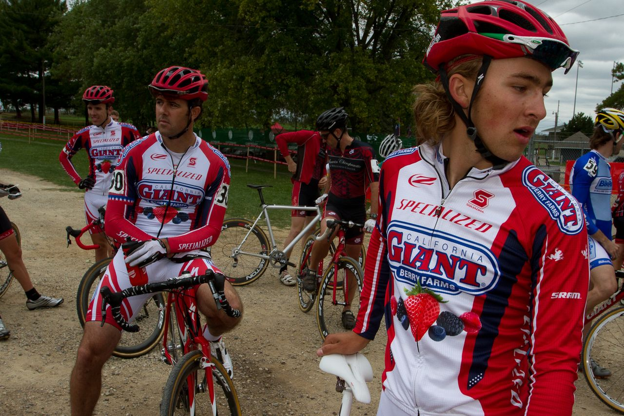 Cal Giant Berries' Cody Kaiser waits with teammates before his first start in the Elite Men's category. © Wil Matthews