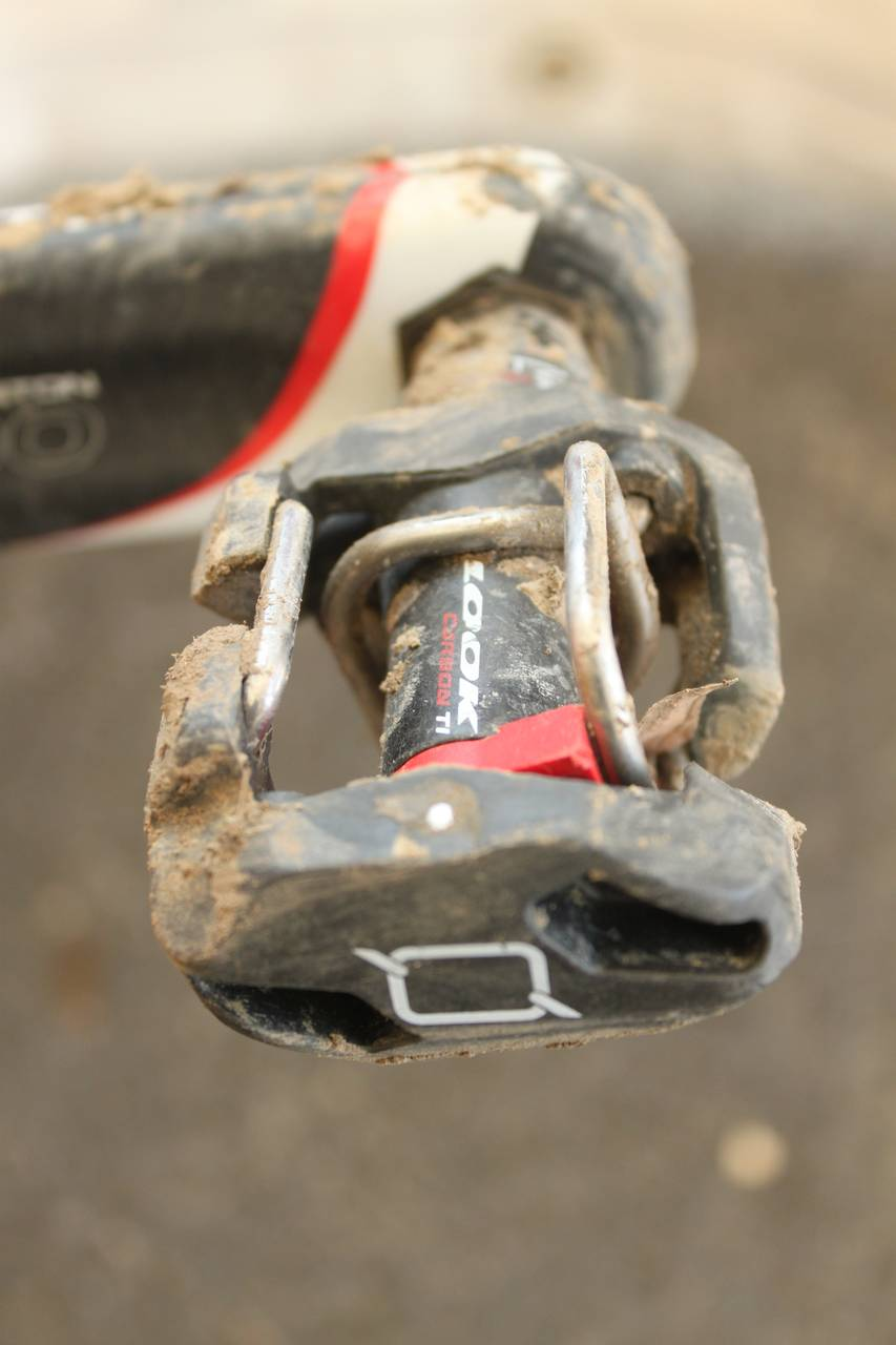 The design of the Look Quartz pedals allow for good mud clearance. ? Cyclocross Magazine