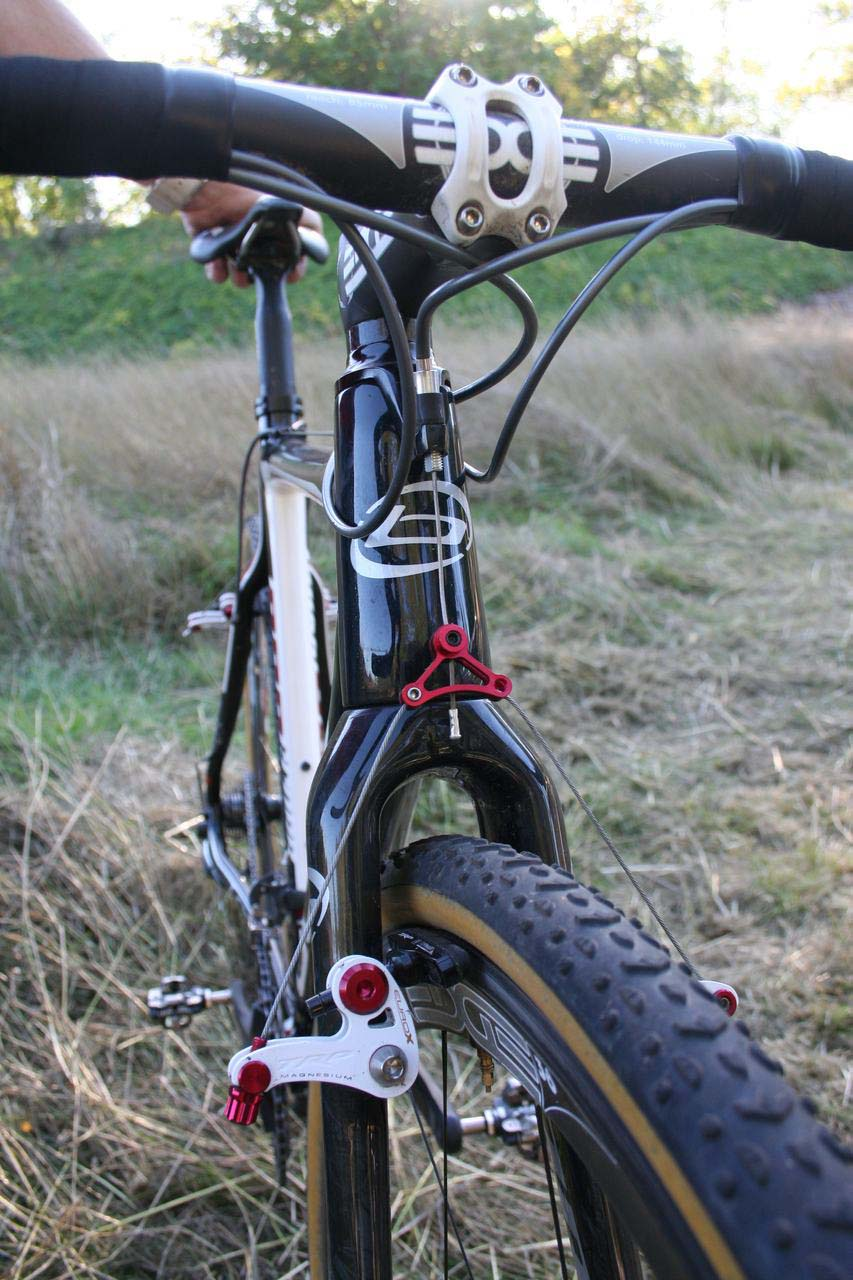 The tapered head tube provides a stiff front end. © Cyclocross Magazine