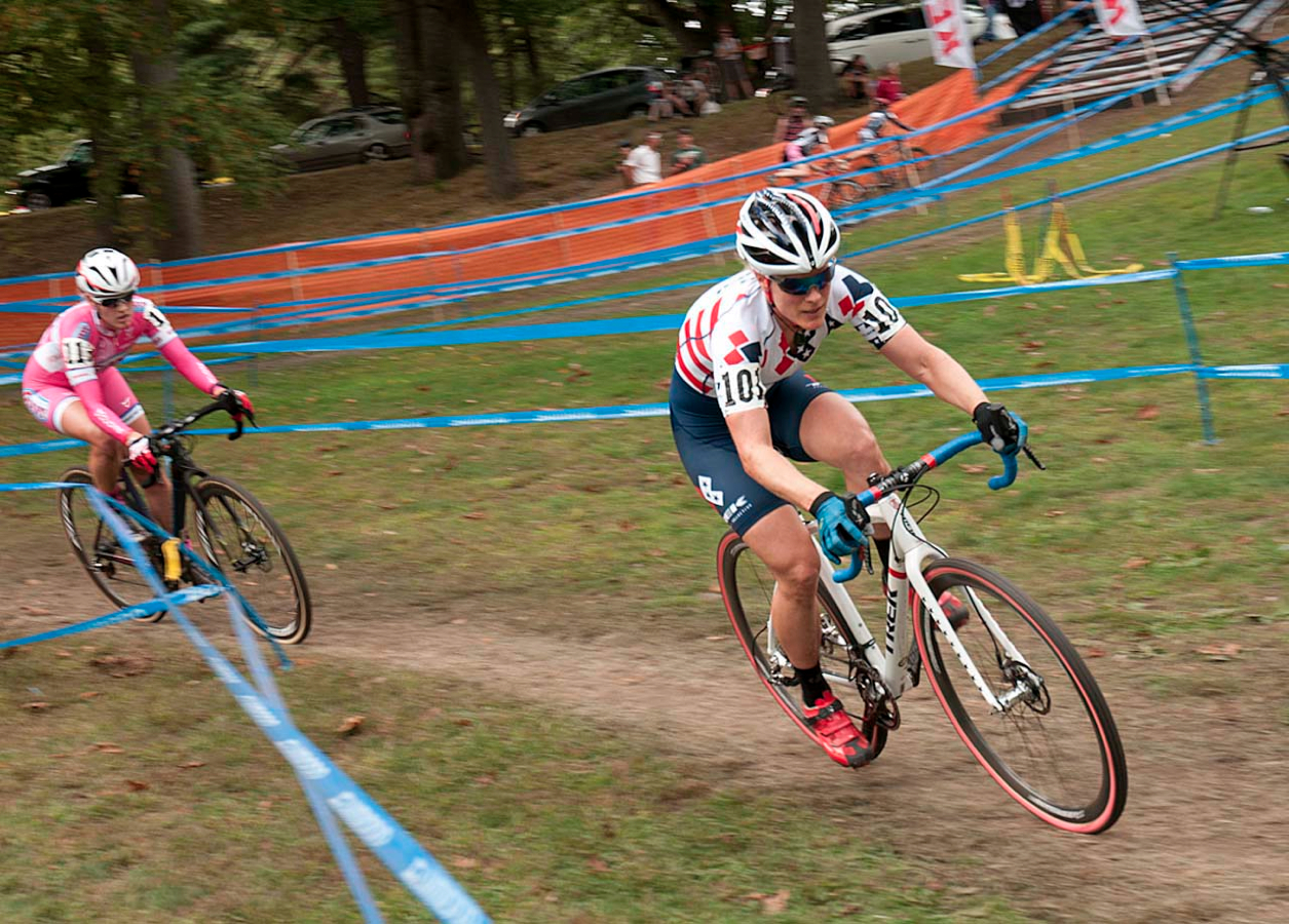 Katie Compton (Trek Cyclocross Collective) tries to put the pressure on Elle Anderson (California Giant Strawberries/Specialized). © Kevin White