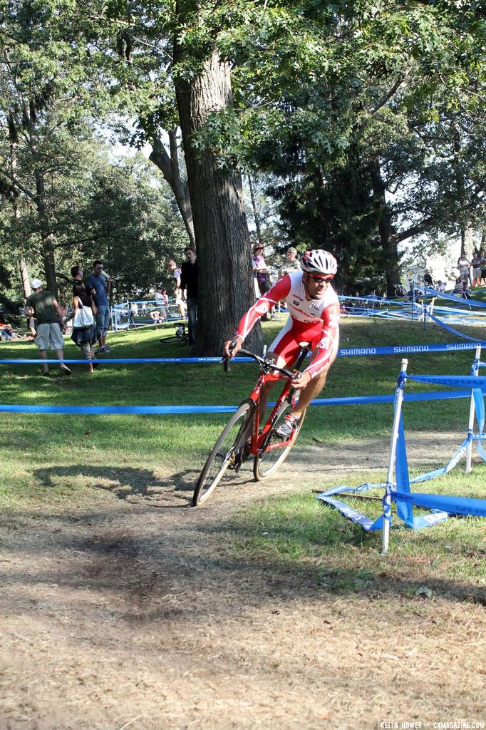A rider pauses mid-pedal stroke for the turn. © Cyclocross Magazine
