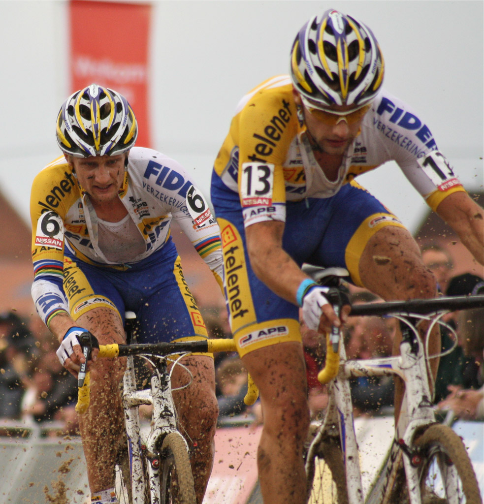 Rob Peeters leads teammate Bart Wellens through the sand © Dan Seaton