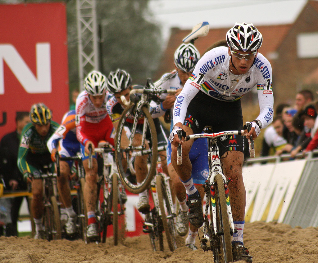 Zdenek Stybar regained the lead in the second lap, but couldn\'t hold it © Dan Seaton